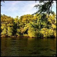 Das Foto wurde bei Cochran Shoals - Chattahoochee River von Barry C. am 4/23/2013 aufgenommen