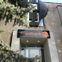 """Photo taken at Pasvalio """"Swedbank"""" klientų aptarnavimo padalinys / Visą parą veikianti savitarnos erdvė by Ro on 12/29/2012"""