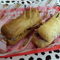 Foto tirada no(a) Firehouse Subs por Thomas B. em 5/17/2014