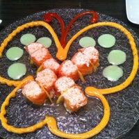 Photo prise au Yuri Japanese Restaurant par Katie M. le8/3/2013
