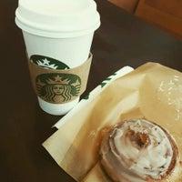 Foto tirada no(a) Starbucks por Alexandre L. em 11/4/2016