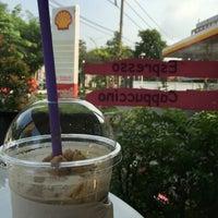 Photo taken at Caffè D´Oro (คาเฟ ดิโอโร่) by Charn T. on 4/15/2016