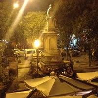 Foto tirada no(a) Piazza Vincenzo Bellini por Maria A. em 6/13/2014