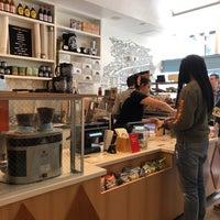 4/8/2018 tarihinde Travis T.ziyaretçi tarafından Wise Sons Bagel & Coffee'de çekilen fotoğraf