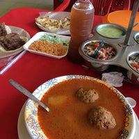Photo taken at Tacos El Tapatío by D'yanira on 3/2/2017