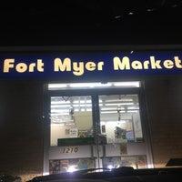 Foto scattata a Fort Myer Market da Tracy S. il 1/12/2018