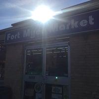 Foto scattata a Fort Myer Market da Tracy S. il 5/14/2018