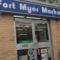 Foto scattata a Fort Myer Market da Tracy S. il 5/19/2018