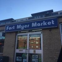 Foto scattata a Fort Myer Market da Tracy S. il 9/29/2017