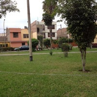 รูปภาพถ่ายที่ Parque 9 - Virgen del Carmen โดย Raffo T. เมื่อ 9/16/2012