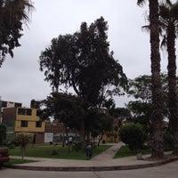 รูปภาพถ่ายที่ Parque 9 - Virgen del Carmen โดย Raffo T. เมื่อ 9/15/2012