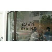 รูปภาพถ่ายที่ Brawn & Brains โดย Aristotle H. เมื่อ 8/18/2013