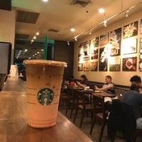 Das Foto wurde bei Starbucks Coffee von albert r. am 8/11/2018 aufgenommen