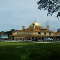 Photo taken at Masjid Ridzwaniah by Aiman Zhafransyah on 10/26/2012