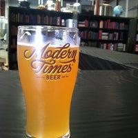 7/21/2013에 Claudia J.님이 Modern Times Lomaland Fermentorium에서 찍은 사진
