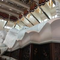 Photo taken at Wat Pa Phu Kon by Banjerd W. on 8/17/2013