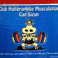 Photo taken at Club Haltérophilie Musculation Plouhinec-Pointe Du Raz by Philippe L. on 8/9/2013