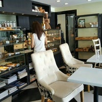 Photo taken at Heritage Bakery Cafe & Bistro by Thapan A. on 11/5/2016