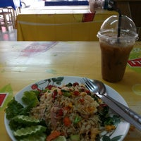 Photo taken at เจ้าท่า JaoTha Delivery by Thapan A. on 12/9/2014