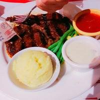 Foto tirada no(a) Holycow! Steakhouse por Hilmar A. em 8/5/2017