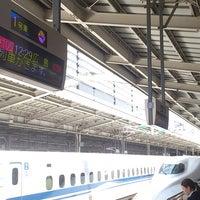 Photo taken at JR新大阪駅 21-22番線ホーム by つじやん 銀. on 5/15/2013