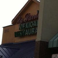 Foto tomada en La Parrilla Mexican Restaurant por Sunny - el 5/8/2013