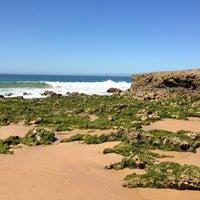 Foto tirada no(a) Praia dos Gémeos por António L. em 6/14/2013