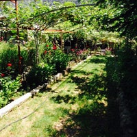 Photo taken at Çağlarca Alabalık Restaurant by Şuayip G. on 8/29/2015