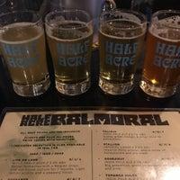 4/13/2018 tarihinde Matt B.ziyaretçi tarafından Half Acre Beer Company Balmoral Tap Room & Barden'de çekilen fotoğraf