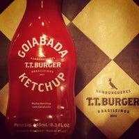 Foto tirada no(a) T.T. Burger por Bruna N. em 10/8/2013