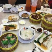 Photo taken at Jin Xuan Hong Kong Restaurant (锦选香港特极点心) by Gladys L. on 12/31/2016