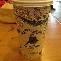 Foto tirada no(a) Caribou Coffee por Joseph H. em 1/26/2013