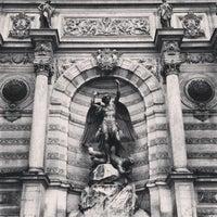 Photo prise au Place Saint-Michel par Hans H. le7/23/2013