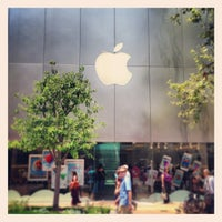 Photo taken at Apple by Hans H. on 6/8/2013