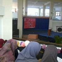 Photo taken at Gedung Cakra UTM by Fadiah A. on 2/22/2013