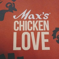 Photo taken at Max's Restaurant by マリテース ヤ. on 10/18/2015