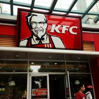 Photo taken at KFC by Shinichi Y. on 7/15/2012