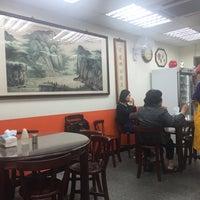 Das Foto wurde bei 穆記小吃牛肉麵館 von Stan C. am 1/9/2016 aufgenommen