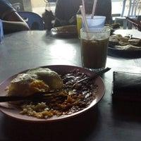 Photo taken at Restoran Ameeth by Mohd Fazlie R. on 9/10/2014
