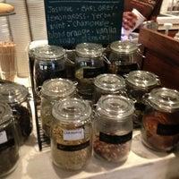 Foto scattata a Green Tomato Cafe da Emily S. il 3/1/2013