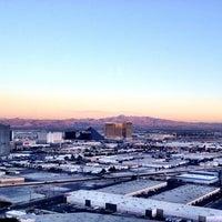 Foto tirada no(a) The View por Julie P. em 8/15/2013