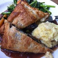 5/19/2012 tarihinde Josh S.ziyaretçi tarafından Cafe Flora'de çekilen fotoğraf