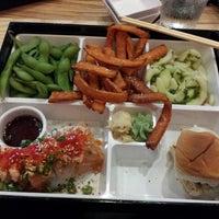 Photo prise au The Cowfish Sushi Burger Bar par Dale B. le6/27/2013
