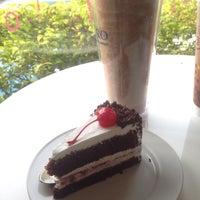 Photo taken at Caffè D´Oro (คาเฟ ดิโอโร่) by Doww D. on 5/28/2016