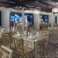 Das Foto wurde bei Meandros Restaurant von Ismail E. am 8/21/2014 aufgenommen