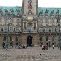 Photo taken at Hamburger Rathaus by Dr. Heiner N. on 5/30/2013