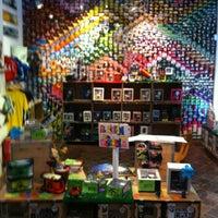 Foto tomada en Lomography Gallery Store Barcelona por Luis Q. el 4/8/2013