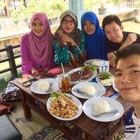Photo taken at Balekambang Pasar Ikan & Resto by andreasaka94 on 11/14/2015