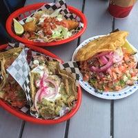 Foto tirada no(a) Seven Lives Tacos Y Mariscos por Ian L. em 7/18/2015