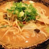 Photo taken at 越後秘蔵麺 無尽蔵 しながわ家 by Minoru T. on 3/15/2013